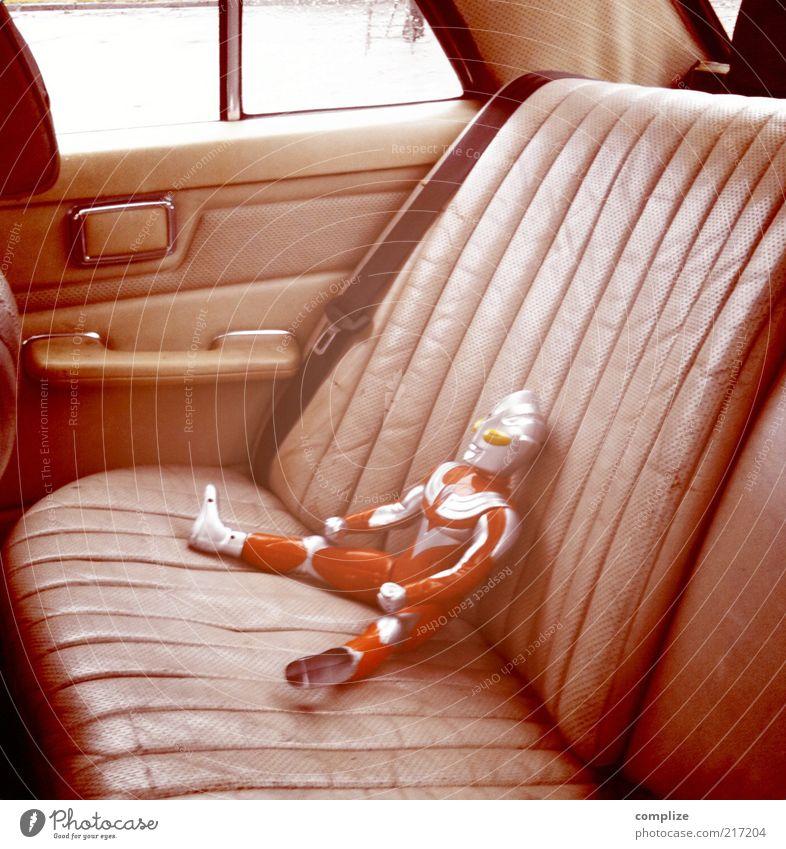 Rücksitz Spielen PKW Autofenster Freizeit & Hobby maskulin Zukunft fahren Kitsch Spielzeug Lomografie trashig Autofahren Technik & Technologie Comic Held Leder