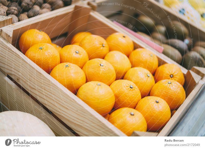 Orangen für Verkauf im Obstmarkt Lebensmittel Frucht Ernährung Essen Bioprodukte Vegetarische Ernährung Diät Marktplatz Kasten Container Fressen füttern frisch