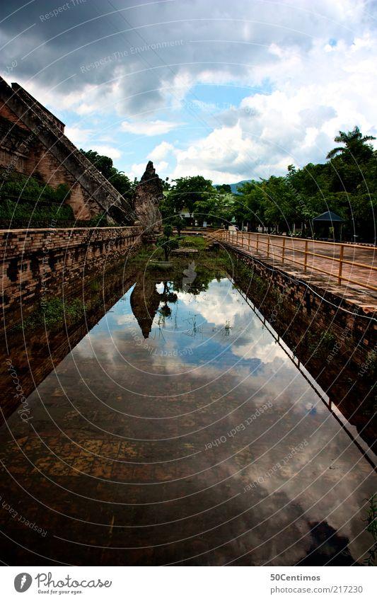 Tempel in Thailand Sightseeing Städtereise Expedition Natur Landschaft Urelemente Himmel Wolken Sommer Schönes Wetter Grünpflanze Wildpflanze Urwald Teich