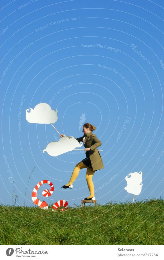 Let's make clouds Ausflug Freiheit Mensch feminin Frau Erwachsene Umwelt Natur Himmel Klima Schönes Wetter Gras Wiese Strumpfhose Schilder & Markierungen