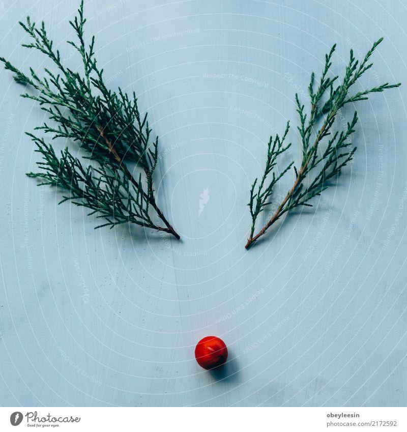 Kreatives Layout aus Weihnachtsschmuck. Design Winter Dekoration & Verzierung Weihnachten & Advent Menschengruppe Sammlung Holz Ornament Kugel neu oben braun