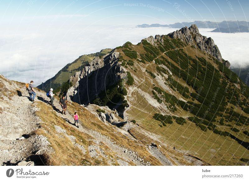 Der Weg ist noch weit Mensch Natur Ferien & Urlaub & Reisen Wolken Ferne Herbst Berge u. Gebirge Freiheit Wege & Pfade Landschaft wandern Nebel Wetter Umwelt Felsen Ausflug