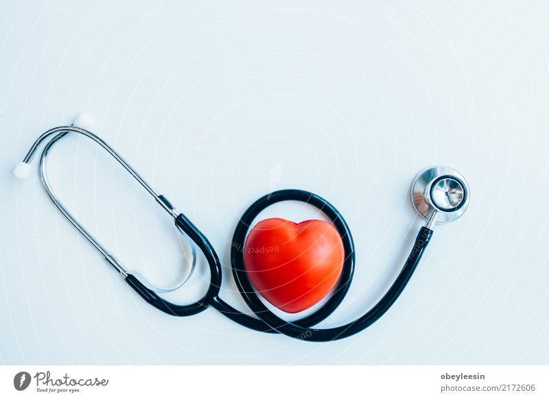 close up rotes Herz und Stethoskop auf weißem Hintergrund, Medikament Arzt Krankenhaus Mann Erwachsene Arterie attackieren schlagen kardial Kardiogramm