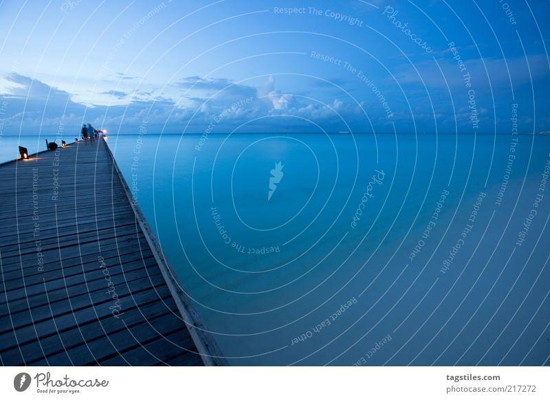 BLUE blau Dämmerung Malediven Steg Anlegestelle Meer Wasser Strand Abend Paradies Idylle Horizont Ferne Ferien & Urlaub & Reisen Natur Reisefotografie Wolken