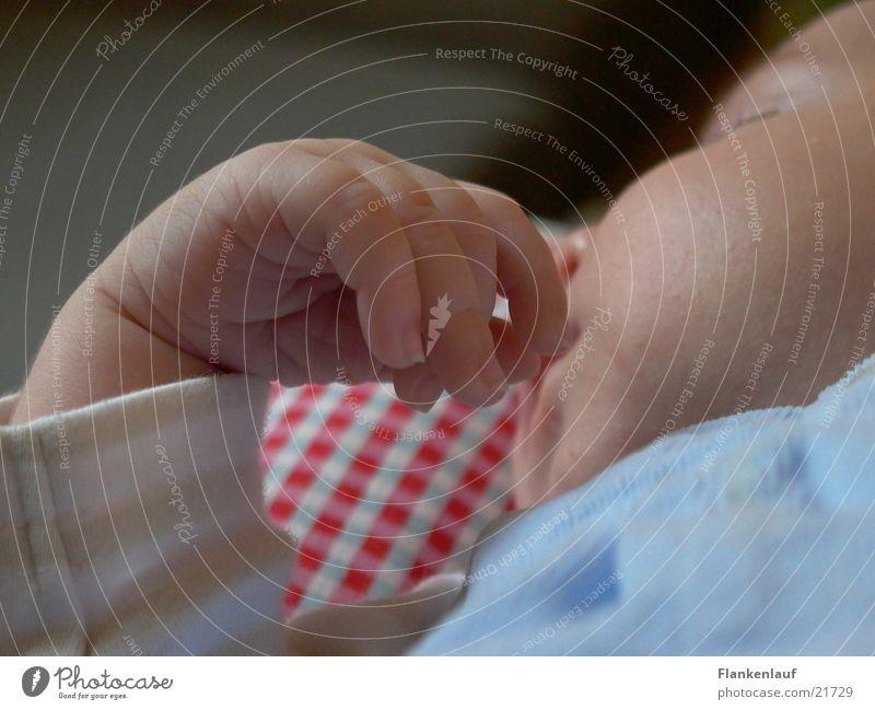 Hand Kind Hand Baby schlafen
