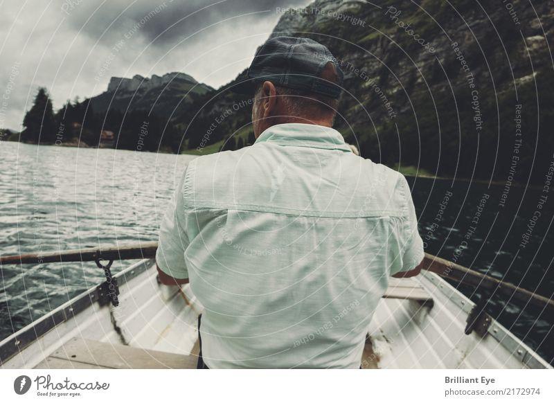 Land in Sicht Lifestyle Rudern Ferien & Urlaub & Reisen Ausflug Ruderboot Mensch maskulin Mann Erwachsene 45-60 Jahre Natur Wasser schlechtes Wetter Sturm