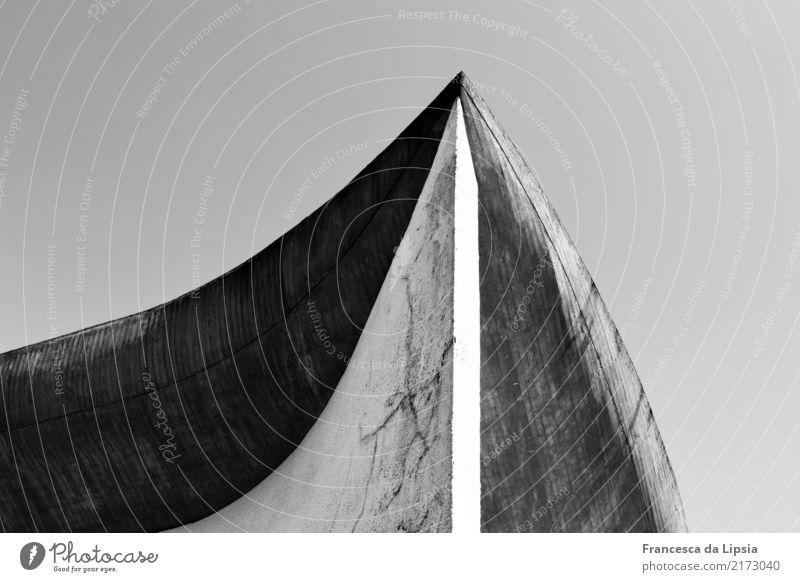 Notre Dame du Haut (3) alt weiß schwarz Religion & Glaube Architektur Wand Bewegung Mauer außergewöhnlich grau Design Horizont elegant Kirche ästhetisch