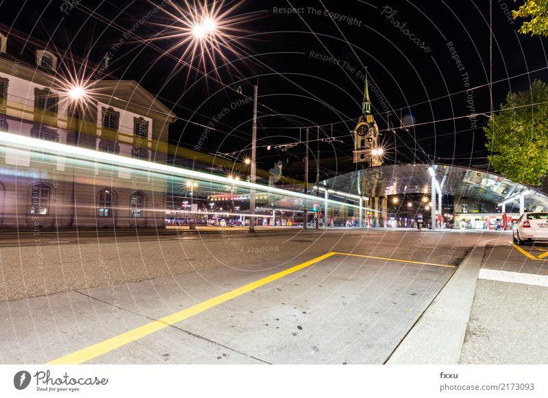 Bern Bahnhoft bei Nacht Beleuchtung Schweiz Straßenbahn Baldachin