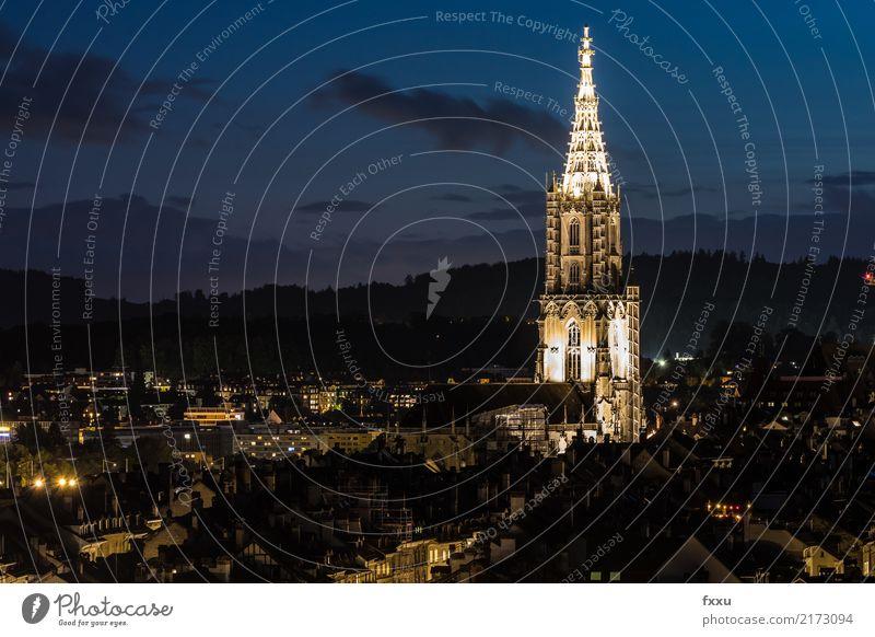 Berner Münster in der Nacht Kirche Altstadt Schweiz Kanton Bern