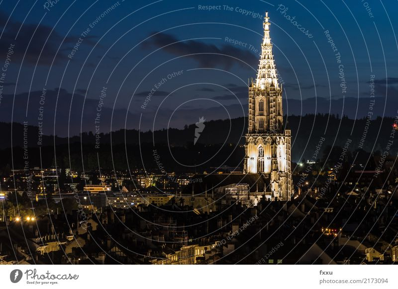 Berner Münster in der Nacht Kirche Kanton Bern Schweiz Langzeitbelichtung Licht Altstadt