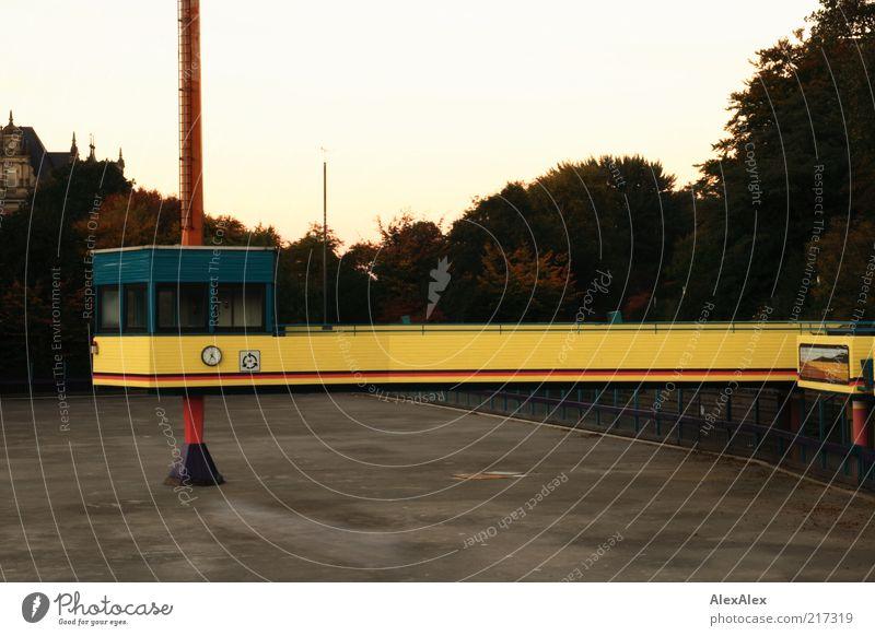 Farbenblinde Architekten rot ruhig gelb Sport Architektur Park Freizeit & Hobby Beton Platz Hamburg Brücke trist retro Turm Bauwerk Steg