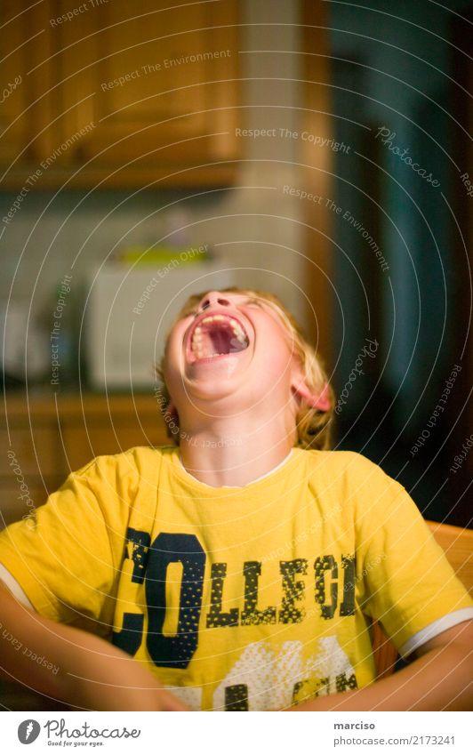 lach doch mal Kind Mensch Freude gelb Gesundheit lustig Gefühle Gesundheitswesen Glück Junge Spielen Schule Häusliches Leben Zufriedenheit frei blond