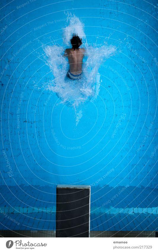 at least he tried. Mensch Jugendliche blau Wasser Erwachsene kalt Sport Bewegung springen Kraft Freizeit & Hobby Schwimmen & Baden nass hoch maskulin Lifestyle