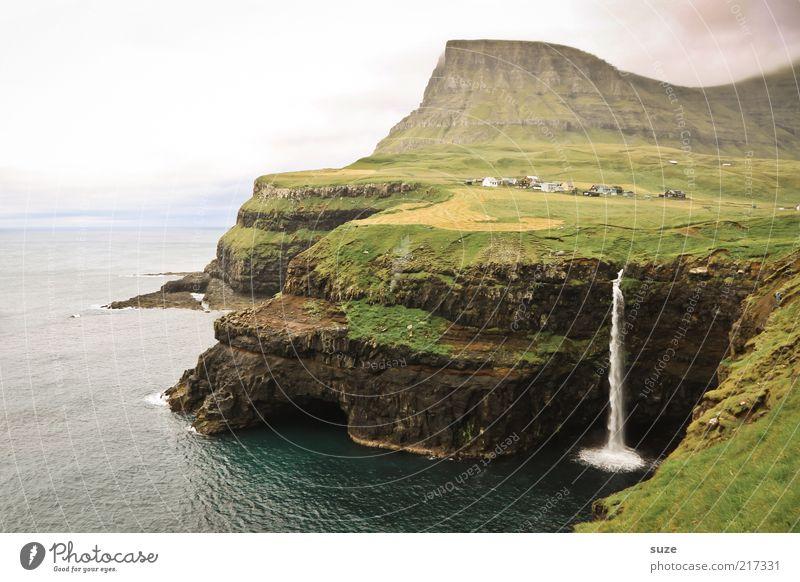 Das andere Ende der Welt Himmel Natur Ferien & Urlaub & Reisen grün Meer Einsamkeit Landschaft kalt Umwelt Berge u. Gebirge Wiese Küste außergewöhnlich Wetter