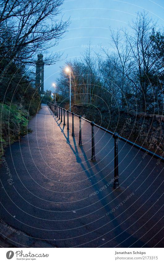 Aufstieg zum Calton Hill, Edinburgh Umwelt Abenteuer Angst anstrengen Zufriedenheit Einsamkeit Erwartung geheimnisvoll träumen Traurigkeit Wege & Pfade Ziel