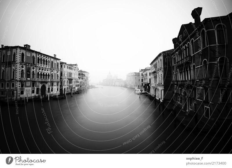 Venedig Ferien & Urlaub & Reisen Tourismus Ausflug Ferne Sightseeing Städtereise Italien Stadt Hafenstadt Haus Fassade Erholung Blick alt ästhetisch Bekanntheit