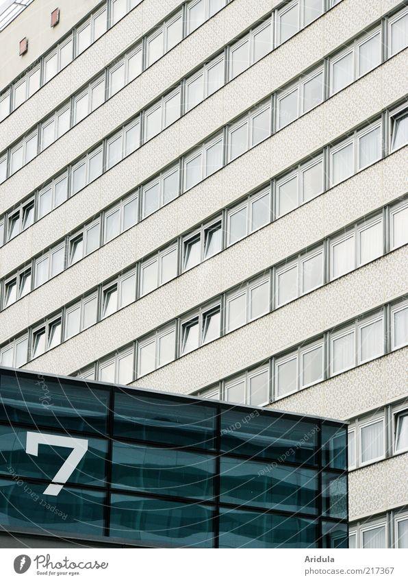 Prager Strasse Nr.7 Dresden Deutschland Stadt Haus Hochhaus Gebäude Architektur Plattenbau Fenster eckig hoch blau grau Glas Außenaufnahme Muster