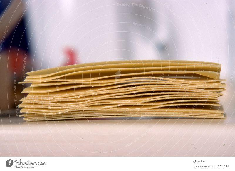 Lasagne Ernährung Gesundheit Nudeln Haufen Zutaten aufeinander