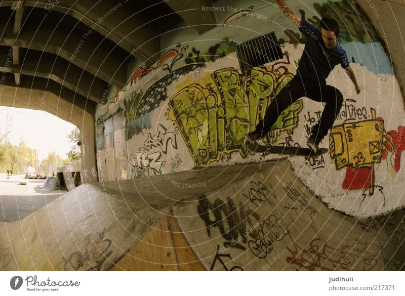 Skaterboy Freude Freizeit & Hobby Skateboarding Sport sportlich Fitness Sport-Training Sportstätten Halfpipe Mensch maskulin Junger Mann Jugendliche 1
