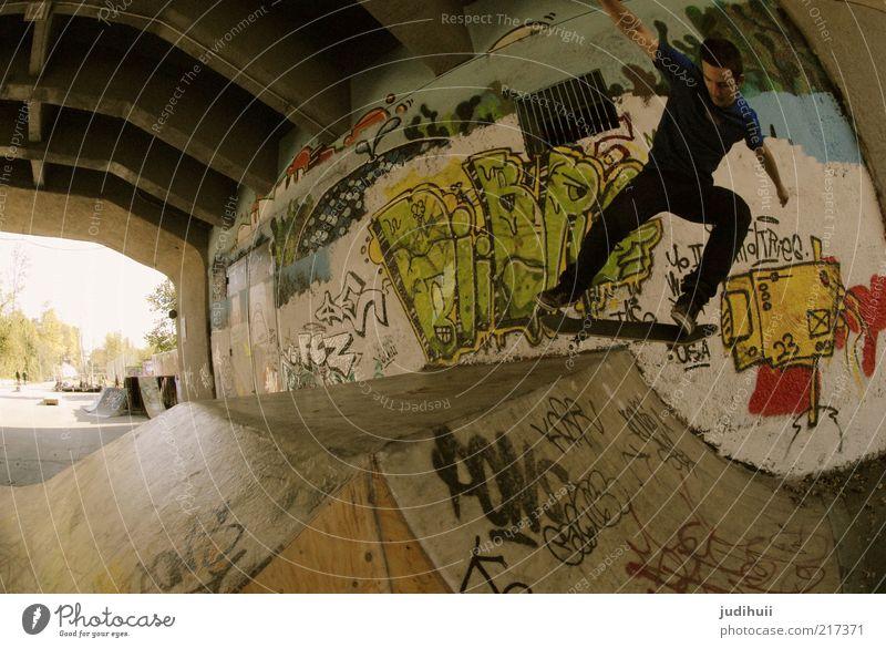 Skaterboy Mensch Jugendliche Freude Sport Erwachsene Graffiti springen Bewegung Freizeit & Hobby fliegen maskulin Coolness Fitness 18-30 Jahre Skateboarding