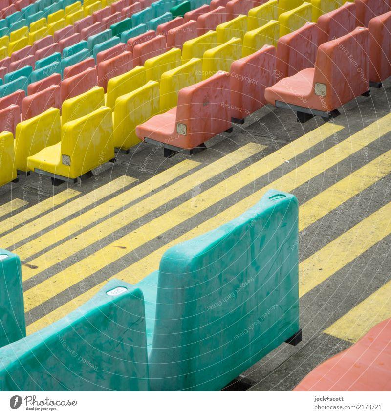 Sitz Gang Sitz Wege & Pfade Sport Stil Stimmung Design Linie Ordnung authentisch Perspektive Sicherheit viele lang Wachsamkeit Sitzgelegenheit Erwartung