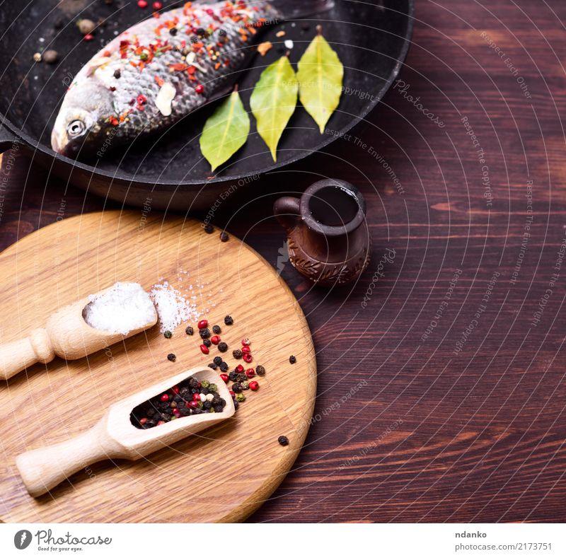 Speise Holz braun frisch Fisch Kräuter & Gewürze Küche Löffel Zutaten Pfanne Meeresfrüchte Karpfen