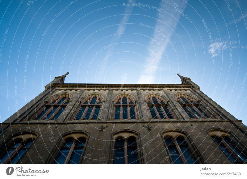 schöner wohnen II. alt Himmel Haus Wand Fenster Mauer Gebäude Architektur Fassade Bauwerk historisch aufwärts Ornament vertikal