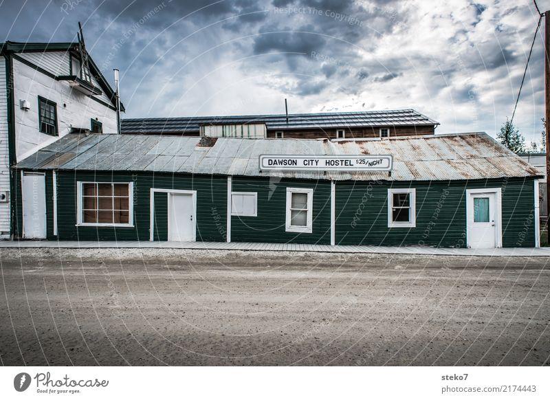 Dawson City Hostel Kleinstadt Menschenleer Herberge Fassade kaputt retro trist grün Nostalgie Ferien & Urlaub & Reisen Verfall Vergangenheit Vergänglichkeit