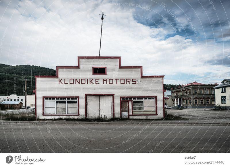 Dawson City Fassade Vergänglichkeit Vergangenheit Bauwerk Verfall Unbewohnt Werkstatt Nostalgie Kleinstadt Insolvenz Mittelstand Alaska Autowerkstatt