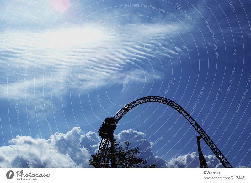 Das Leben ist eine Achterbahn! Natur Himmel blau Wolken Gefühle Park Umwelt Freizeit & Hobby Unendlichkeit Schönes Wetter himmlisch Gerüst Blendenfleck Achterbahn Fahrgeschäfte