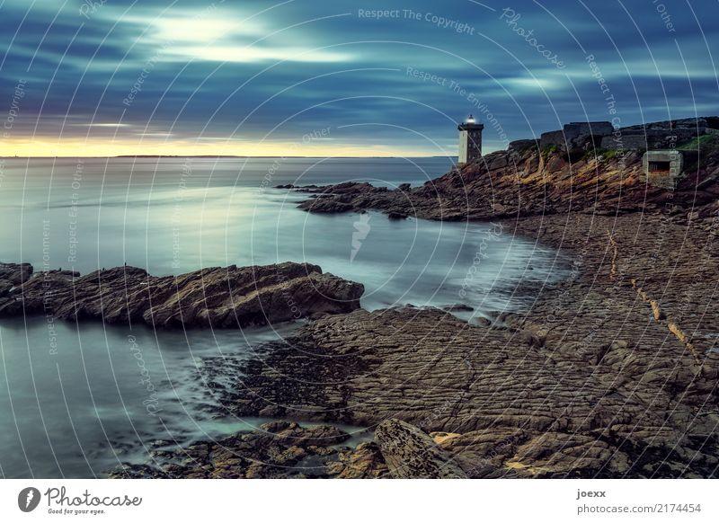 Herz brennt Landschaft Wasser Himmel Sonnenaufgang Sonnenuntergang Schönes Wetter Felsen Küste Meer Frankreich Leuchtturm leuchten alt maritim blau braun gelb