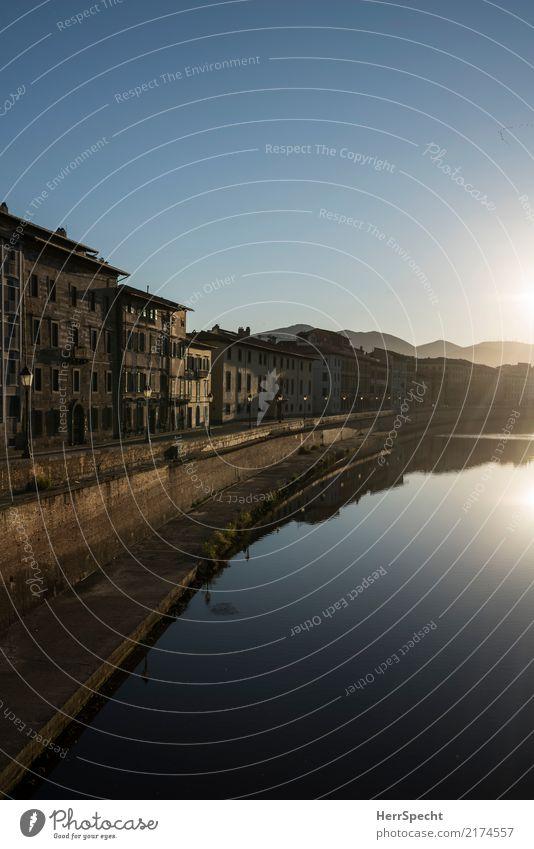 Arno-Morgen Ferien & Urlaub & Reisen Tourismus Ausflug Sightseeing Städtereise Wolkenloser Himmel Sommer Schönes Wetter Flussufer Pisa Toskana Stadtzentrum
