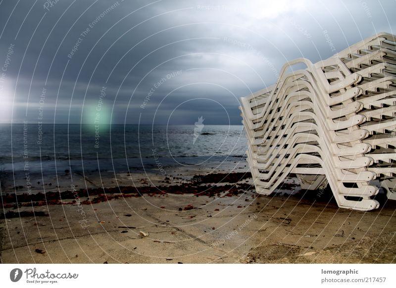 Hochstapler Wasser Meer blau Strand Erholung hell Küste Horizont Nachthimmel Liege Stapel Liegestuhl Kroatien Blendenfleck Natur Wolkenhimmel
