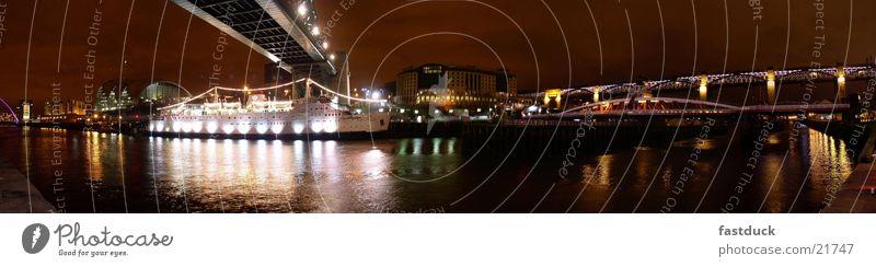 Bridges to Newcastle England Großbritannien Nacht Reflexion & Spiegelung Langzeitbelichtung rot Architektur Abend Wasser