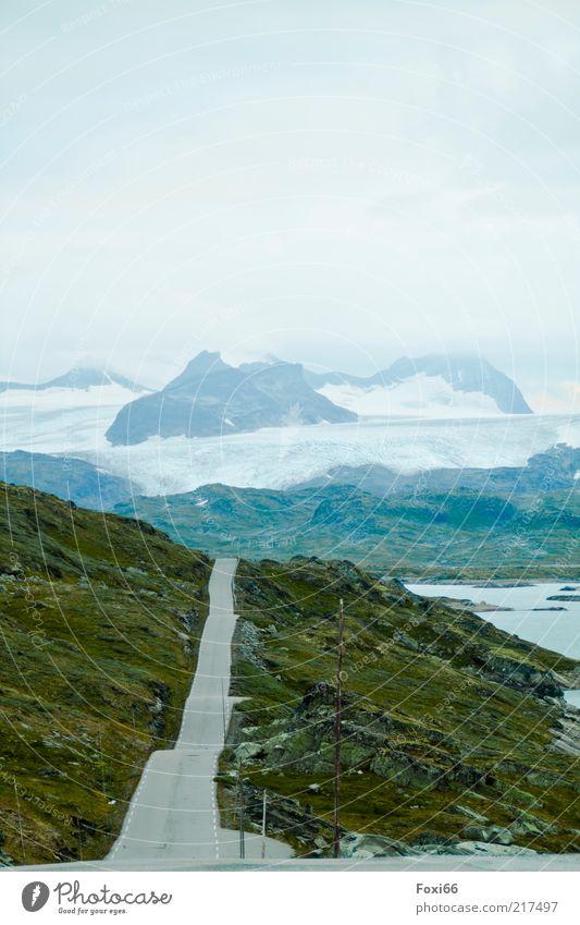 Straße in die Einsamkeit Berge u. Gebirge Natur Landschaft Pflanze Luft Wasser Sommer Nebel Moos Felsen Gletscher Menschenleer Verkehrswege Stein Beton blau