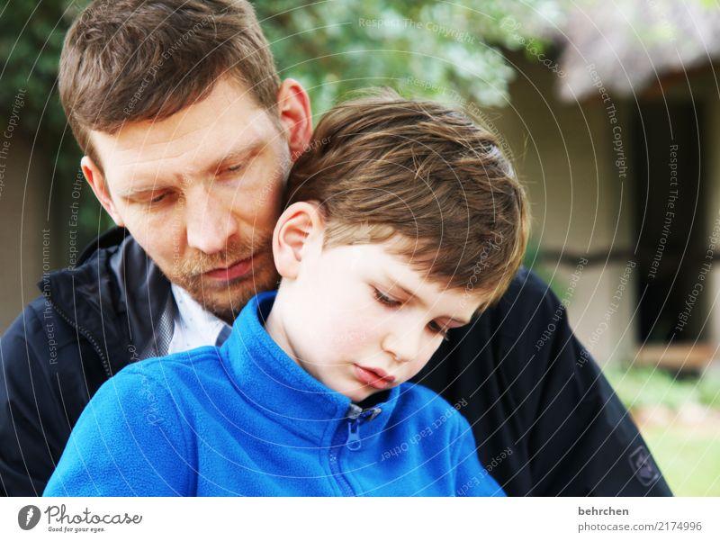 konzentriert Ferien & Urlaub & Reisen Abenteuer Ferne Freiheit Junge Mann Erwachsene Eltern Vater Familie & Verwandtschaft Kindheit Körper Haut Kopf