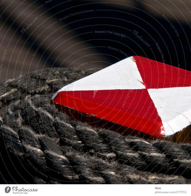 festmachen (AST HH 5/10) alt weiß rot Holz Schilder & Markierungen Seil Sicherheit ästhetisch Schnur Segeln historisch Anlegestelle Schifffahrt eckig