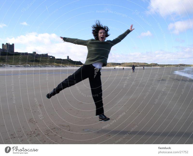scotish jump Mensch Wasser Freude Strand Gefühle Bewegung maskulin England Schottland Großbritannien