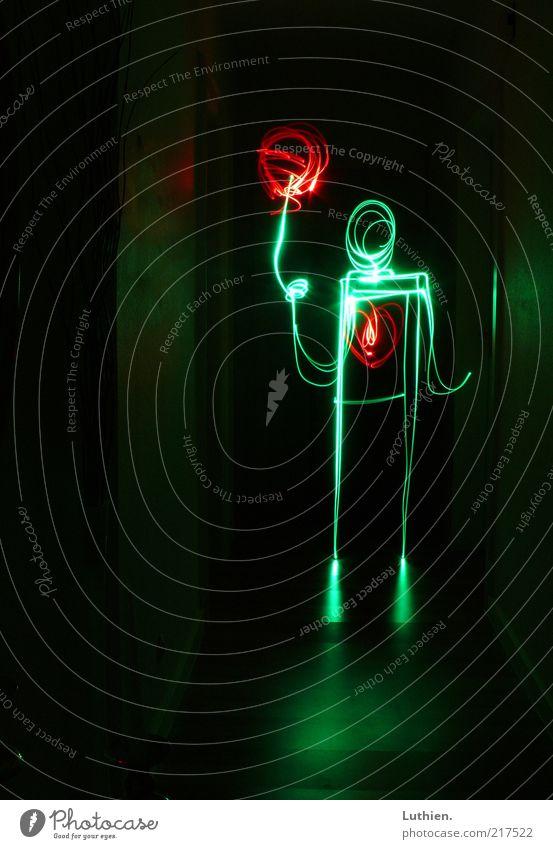 red Balloon Mensch grün rot Freude schwarz hell Herz Kunst Luftballon Kitsch Warmherzigkeit festhalten leuchten Kreativität Langzeitbelichtung Nacht
