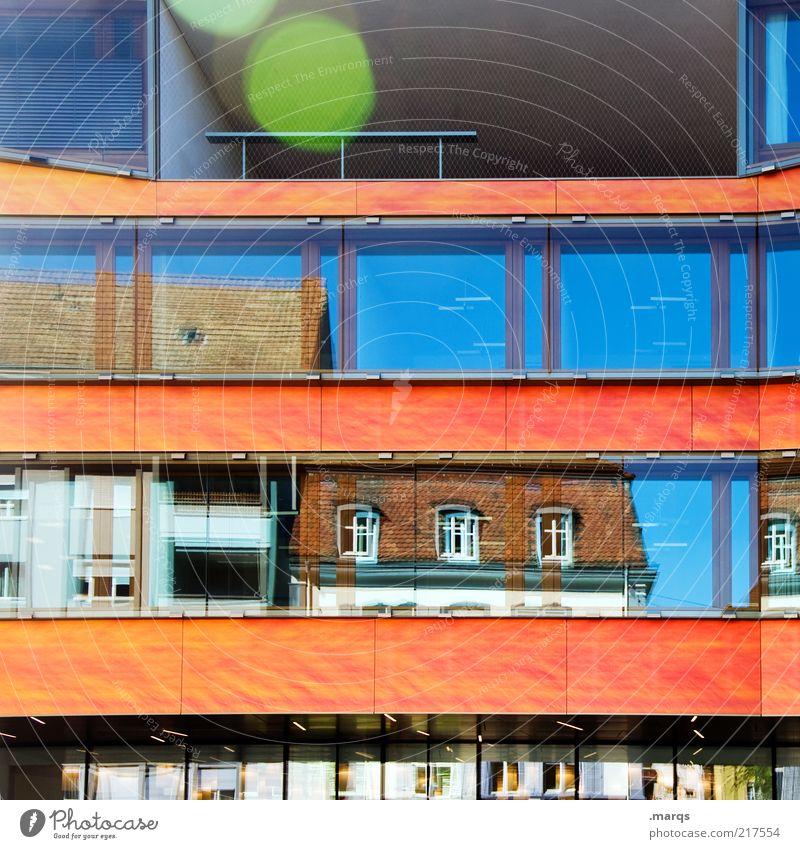 Reflective schön Stadt blau Haus Farbe Fenster Gebäude orange Design Fassade verrückt Lifestyle Perspektive modern Bankgebäude Wandel & Veränderung