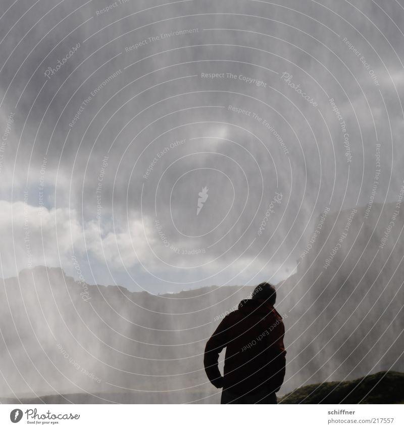Wasservorhang Mensch Himmel Natur Einsamkeit Landschaft Berge u. Gebirge Traurigkeit grau Felsen Angst Nebel Wassertropfen ästhetisch nass bedrohlich