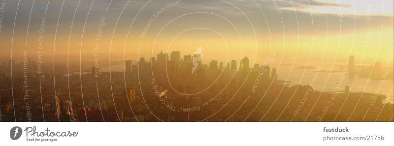 South Manhattan Sun Winter gelb Hochhaus New York City Panorama (Bildformat) Hudson River Empire State Building