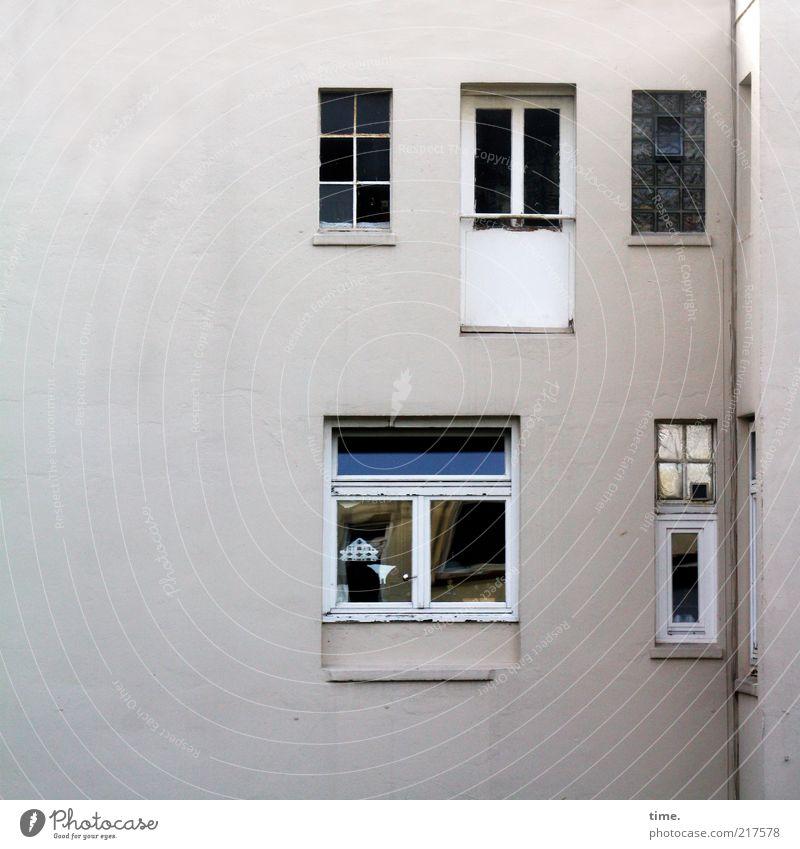 Die Leute von Gegenüber Haus Wohnung Hinterhof Außenaufnahme Fenster Wand Mauer verputzt Putz Glas Fensterscheibe Fenstersims Fenstersturz hell geschlossen