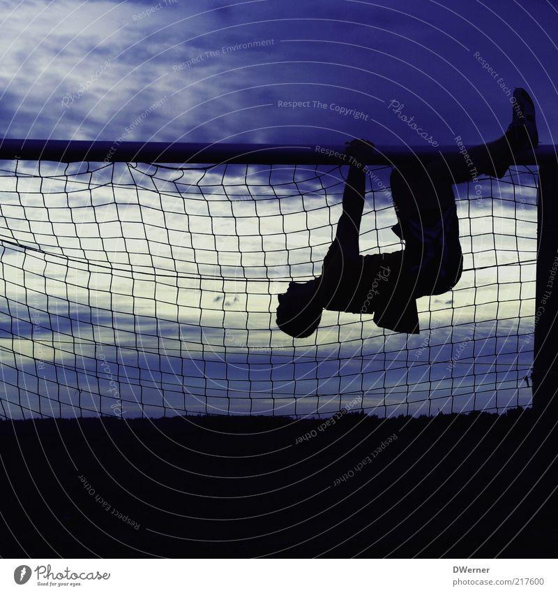 Chillen vor dem Abendhimmel! Stil ruhig Meditation Sport Fitness Sport-Training Ballsport Fußballplatz maskulin Junger Mann Jugendliche 1 Mensch 18-30 Jahre