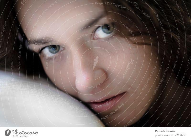 No more conversation Frau Mensch Jugendliche schön Erwachsene Auge feminin Kopf Denken träumen Stimmung glänzend Haut ästhetisch authentisch 18-30 Jahre