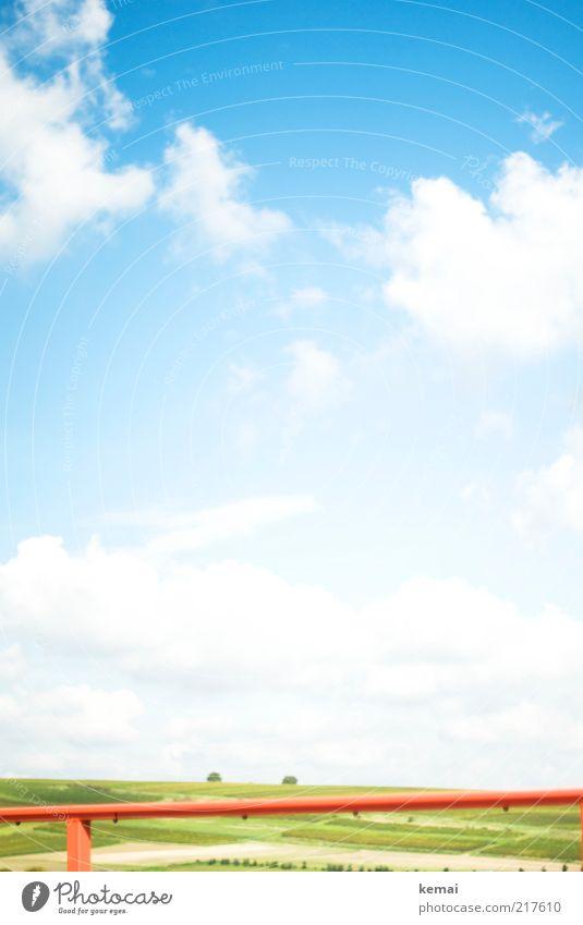 Unbekannte Landschaft Umwelt Natur Himmel Wolken Horizont Sonnenlicht Sommer Klima Schönes Wetter Gras Feld Geländer frei blau grün rot Farbfoto mehrfarbig