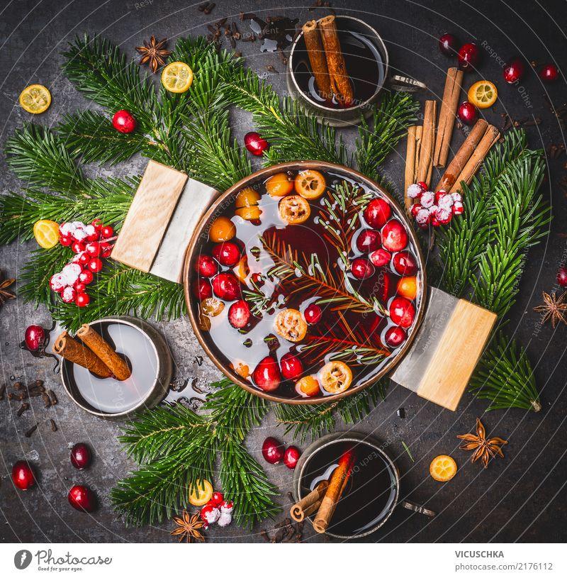 Glühwein im Topf mit Tassen und Zutaten Lebensmittel Kräuter & Gewürze Getränk Heißgetränk Alkohol Wein Stil Design Winter Häusliches Leben Party Veranstaltung
