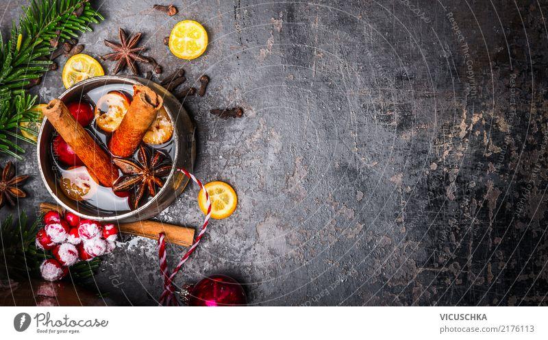 Tasse mit Glühwein und Weihnachtsdekoration Weihnachten & Advent Winter Hintergrundbild Stil Feste & Feiern Design retro Kräuter & Gewürze Getränk Tradition