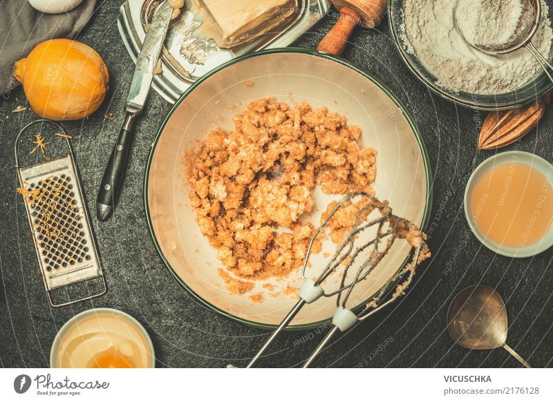 Teig für Plätzchen zubereiten Lebensmittel Teigwaren Backwaren Kuchen Dessert Süßwaren Ernährung Geschirr Schalen & Schüsseln Stil Design Häusliches Leben Tisch