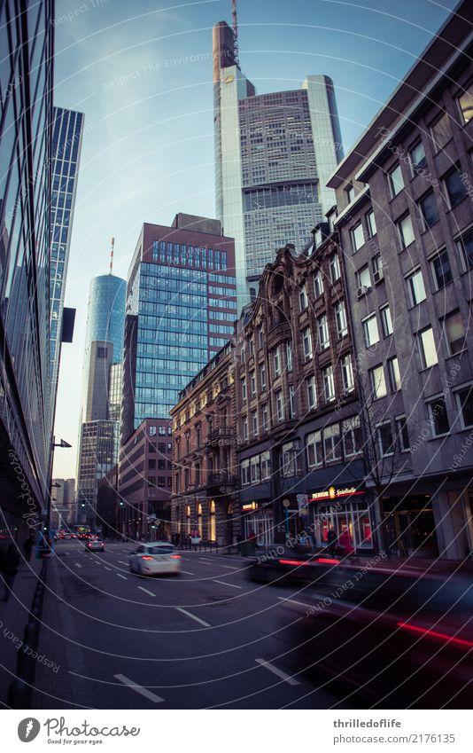 Frankfurt, raus aus dem Büro Stadt Haus Straße Architektur Gebäude Arbeit & Erwerbstätigkeit Verkehr PKW Hochhaus Bauwerk Skyline fahren Stadtzentrum